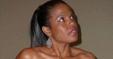 Femme mure cherche jeune proie célibataire